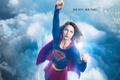 Картинка костюм, небо, Kara Danvers, TV Series, дома, Kara Zor-El, высота, облака, Supergirl, девушка, прическа, город, ...