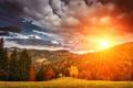 Картинка осень, лес, небо, трава, солнце, облака, деревья, горы, рассвет, поляна, желтые, изгородь