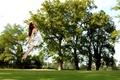 Картинка парк, девушка, полёт, прыжок