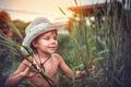 Картинка шляпа, искатель приключений, дети, обои от lolita777, лицо, настроение, эмоции, лето, трава, мальчик