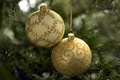 Картинка holiday, праздник, зима, Christmas decorations, New Year, Christmas, decoration, узор, ветки, декорации, шарики, елька, ель, ...