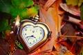 Картинка heart, часы, сердце, clock, leaves, autumn, листья, циферблат, стрелки, love, hands, dial, осень