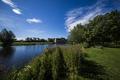 Картинка Хантингтон, здание, Huntingdon, скамейка, Англия, река Грейт-Уз, лужайка, растительность, Cambridgeshire, River Great Ouse, Кембриджшир, река, ...