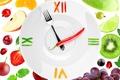 Картинка перец, киви, гранат, вилка, тарелка, ягоды, стрелки, виноград, клубника, креатив, лимон, часы, крыжовник, белый фон, ...