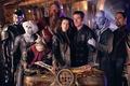Картинка корабль, сериал, актеры, помещение, стоят, Далеко во Вселенной, farscape
