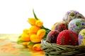Картинка фокус, макро, праздник, жёлтые, тюльпаны, пасха, Easter, яйца, крашеные, орнамент, роспись