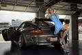 Картинка гараж, брюнетка, Porsche GT3