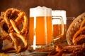 Картинка пиво, бокалы, брецели, корзина, колосья, пена