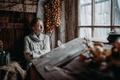 Картинка девушка, портрет, colors, лук, сарай, блондинка, beautiful, mood, свитер, inspiration, window, countryside, cold, связка, Арина, ...