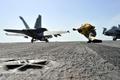 Картинка истребитель, авианосец, палуба, взлет, f-18