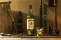 Картинка лед, стакан, бутылка, алкоголь, инструменты, виски, напильник, долото