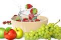 Картинка вода, брызги, яблоки, клубника, фрукты, fresh, water, grape, splash, drops, strawberry, fruits, apples