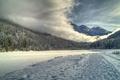 Картинка гора, снег, туман, дорога, небо, река, лес