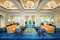 Картинка комната, стиль, мебель, люстры, голубой ковер, желтые диваны, дизайн