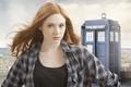 Картинка взгляд, Karen Gillan, сериал, тардис, полицейская будка, рыженькая, актриса, Доктор Кто, девушка, Doctor Who, Карен ...