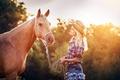 Картинка девушка, свет, конь
