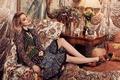 Картинка подушки, лампа, актриса, модель, платье, кресло, фотограф, 2016, Olivia Malone, прическа, Bella Heathcote, будильник, столик, ...