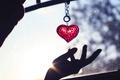 Картинка Сердце, рука, брелок